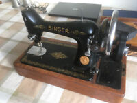 1938 Singer Sewing Machine with carry case