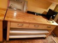 Freestanding kitchen units
