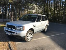 Range rover sport in silver really good condition black leather (seats are mint condition)