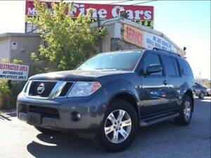 2010 Nissan Pathfinder SE| One Owner| No accidents|| 4x4