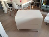 Chest of drawers / Dresser / bureau / Bed side table