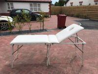 BEAUTY TREATMENT/MASSAGE TABLE