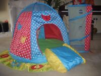 Children's play tent with tunnel