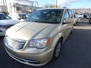 2011 Chrysler Town & Country TOURING & NAVI & BACK UP CAMERA & L