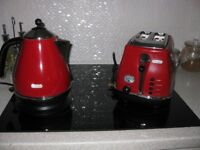 Red Delongi electric kettel and toaster
