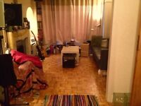 Small but sunny room available in friendly house share