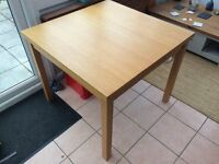 Extendable wood table