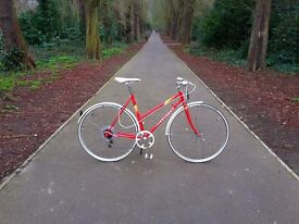 Absolutely beautiful 1987 Peugeot hybrid ladies bike. Excellent condition