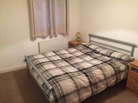 Short term - double bedroom plus own bathroom in Shawlands - All bills included