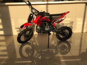 NEW 125CC DIRT BIKE 4 STROKE 4 SPEED 9.5HP LOTS OF UPGRADES