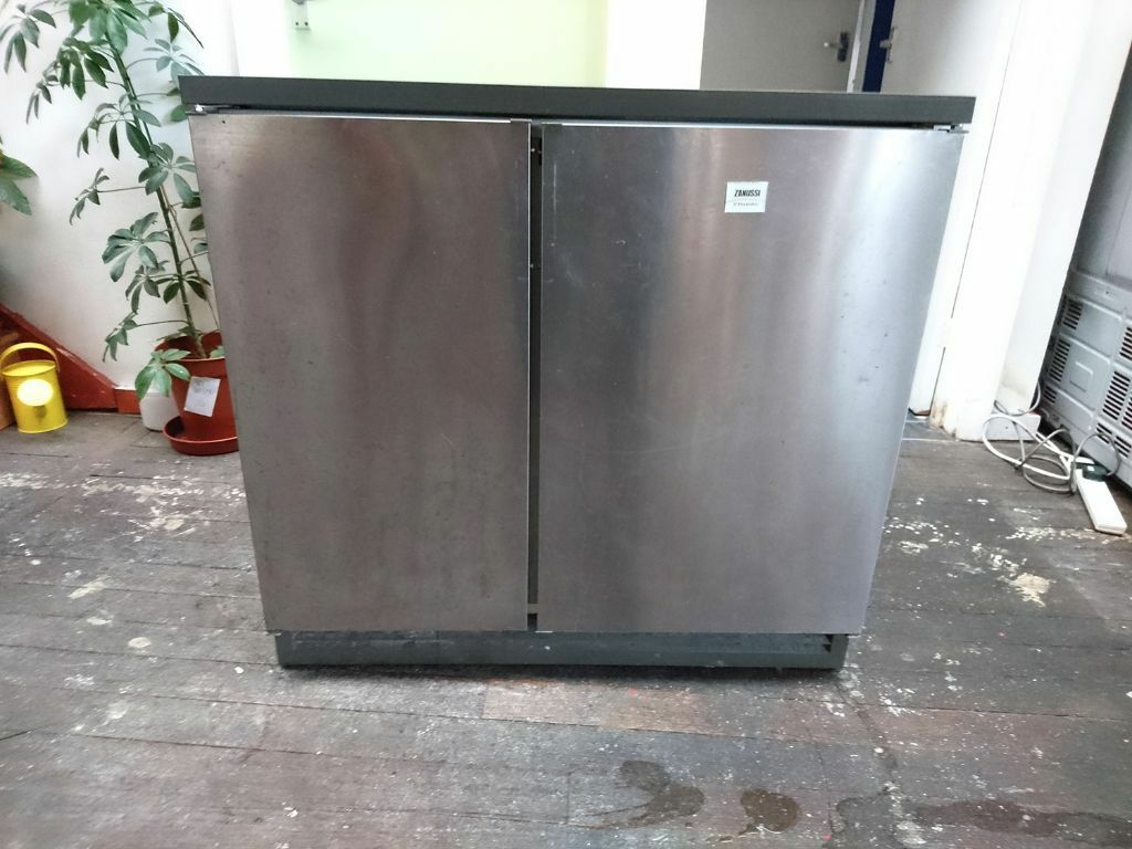 Zanussi Under Cabinet Fridge Freezer Side By Side In
