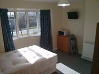 Ensuite in East Acton zone 2 for 1 person 720£pm top floor