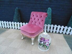 ABSOLUTELY STUNNING OLD PINK VELVET LADIES BEDROOM CHAIR WITH SOLID WOOD QUEEN LEGS VERY STURDY