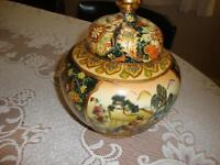GORGEOUS HAND PAINTED JAPANESE BOWL WITH LID