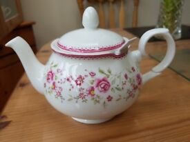 Whittard of chelsea floral teapot with strainer
