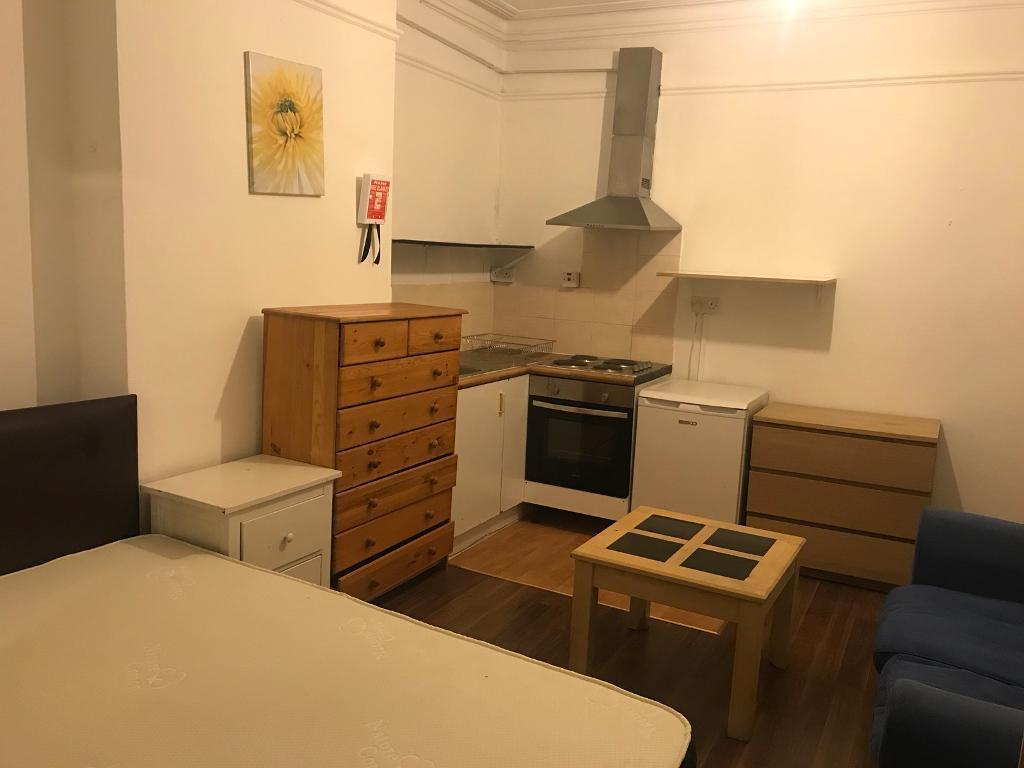 Very good location. Double room with kitchen available now. All bills included