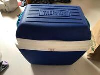Large Thermos cooler box