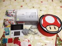 Nintendo 3ds White. Boxed with manuals