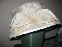 charming hat, a delight for an Autumnal wedding