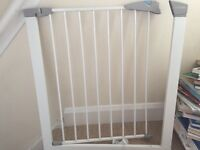 Lindam Sure Shut Axis gate/fence for your baby or pets!!