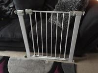 Child stair safety gate