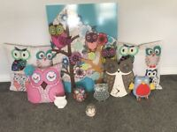 Its a set of owl accecories