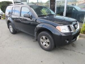 2012 Nissan Pathfinder 4X4 WITH ONLY 119K