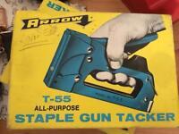 Arrow t55 stapler and staples nos