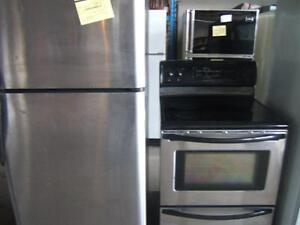 Ensemble pôèle/frigo (2A) de marque frigidaire, 12 mois de garantie