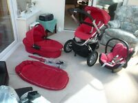 QUINNY Buzz Red Travel System (Car Seat, Carrycot/Pram & Pushchair) plus extras. Excellent Condition
