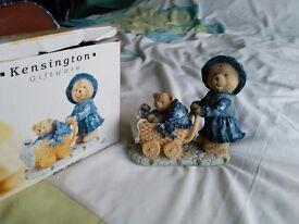 Kensington resin bear and baby