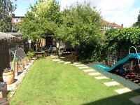 MODERN 3 BEDS PROPERTY IN RAYNES PARK SW20!!CLOSE TO STATION AND FREE PARKING!