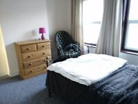 Double Bedroom Available to Rent to a Couple - in Reading