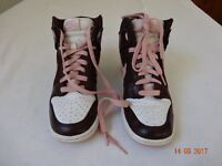 Nike High Top Trainers - Woman (Size 4)