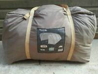 T6.2xl quechua 6 man tent in good used condition! Easy to set up. Can deliver or post