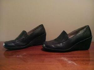 "Womens ""Hush Puppies"" shoes size 8"