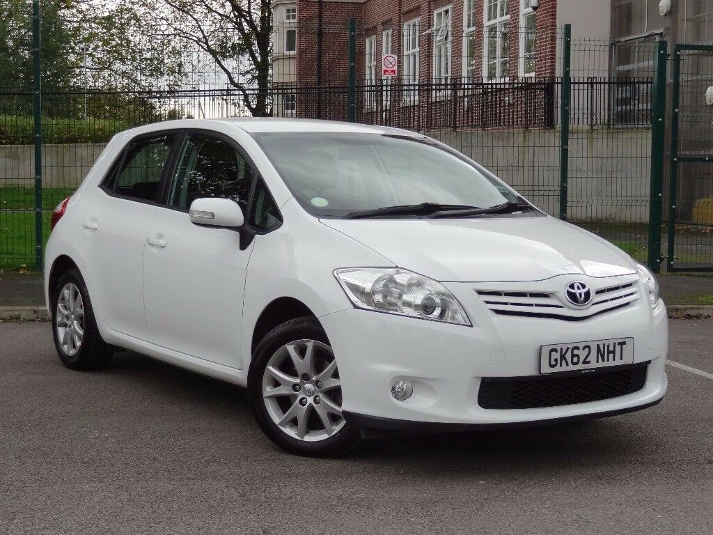 toyota auris 1 6 v matic colour collection 5dr 2012 white low miles full toyota service history. Black Bedroom Furniture Sets. Home Design Ideas