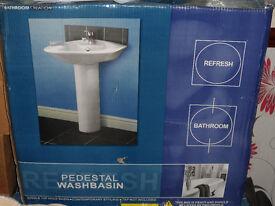 pedastal washbasin new in box