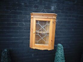 SOLID PINE WALL CORNER UNIT VERY SOLID UNIT AND IN EXCELLENT CONDITION 52/31/71 cm £10
