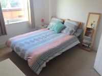 Cosy bedroom in a fresh property near Oval Station !