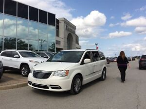 2013 Chrysler Town & Country Touring-L, Bluetooth, Leather, Clea