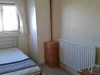 Single room to let in a shared house in South Leamington Spa.