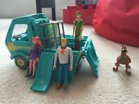 Scooby Doo mystery machine and characters