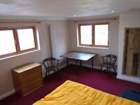 St Ives - Shared House, for Designers & Artists, with Studio, Garden & Parking: Double En-Suite Room