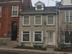ATTN STUDENTS: 4 BED NEAR WATERFRONT! 91 Queen St