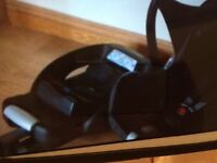 Maxi Cosi Cabriofix baby car seat & Isofix belted base