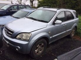 2004 KIA Sorento for spares or repairs, starts and drives perfect with good engine & gearbox