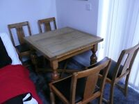 OLD ANTIQUE EXTENDABLE ANTIQUE BROWN SOLID OAK TABLE SPINDLE LEGS AND 4 CHAIRS