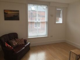 Chesham-Studio newly decorated with fully fitted kitchen and all mod cons, 2 mins from met line st