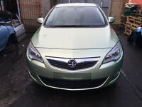 BREAKING - VAUXHALL ASTRA J - BONEET - GREEN - ALL PARTS AVAILABLE